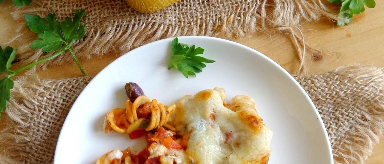 Zapiekanka makaronowa z chorizo, papryką i fasolą