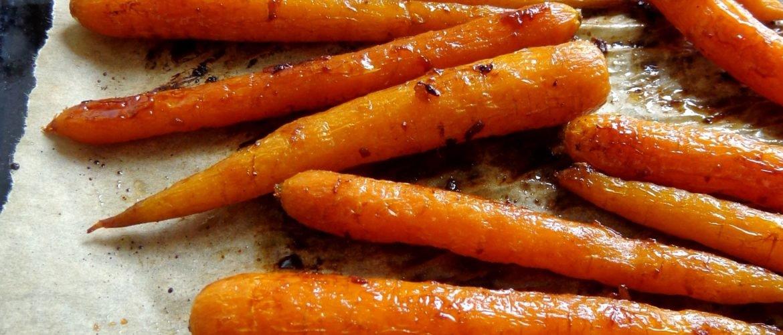 Pieczona marchewka z imbirem i miodem